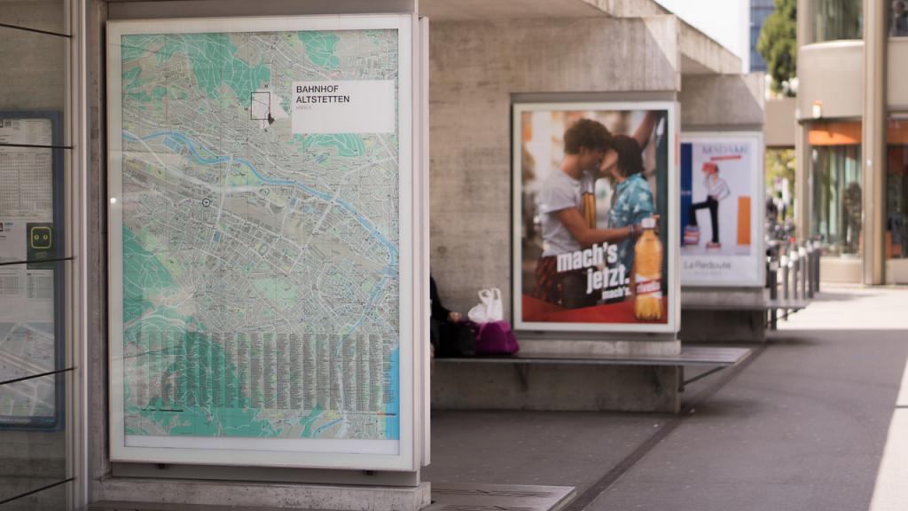 cartelloni in stazione